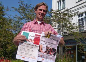 Jeroen Tepas, Geschäftsleiter des Stadtmarketing, wirbt für das Stadtfest in Sundern. (Foto: oe)