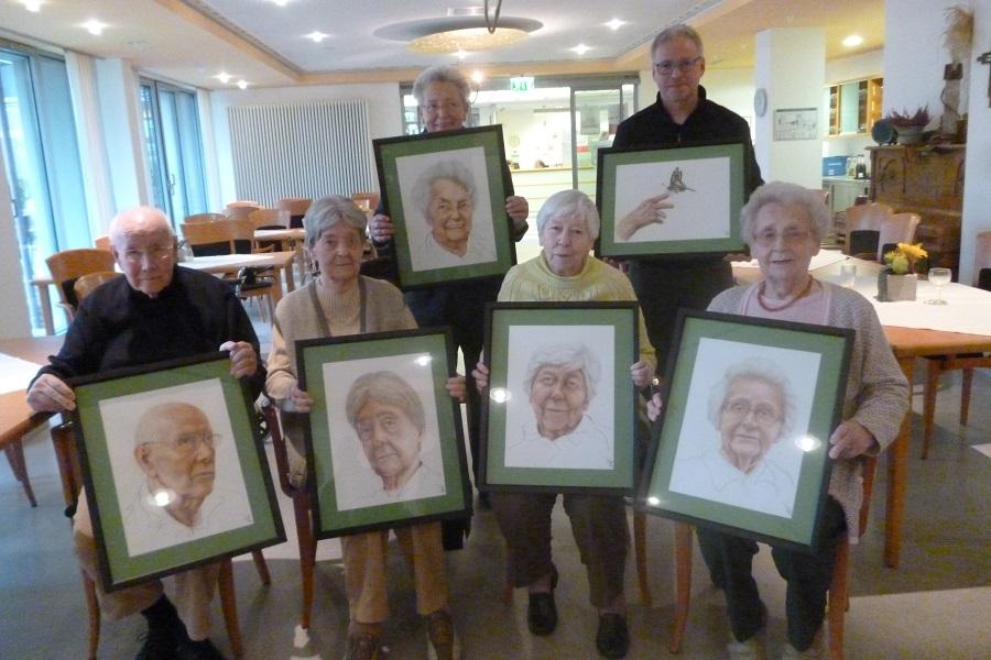 Künstler porträtiert Bewohner im Seniorenhaus St. Anna