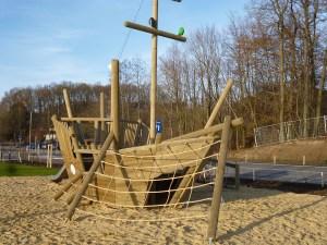 Die Uferpromenade in Amecke hat sich inzwischen zum Schmuckstück entwickelt, der Ferienpark, der schon Ostern 2013 eröffnen wollte, ist noch Zukunftsmusik. (Foto: oe)
