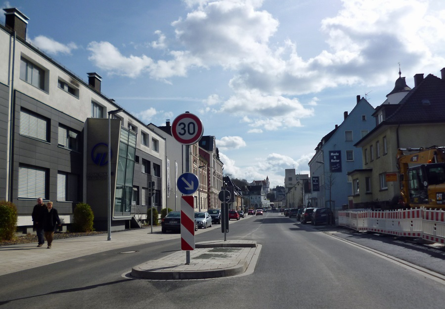 Auf der neugestalteten Ruhrstraße gilt jetzt Tempo 30. Dies wird der Kreis auch überwachen, wie er jetzt ankündigt. (Foto: oe)