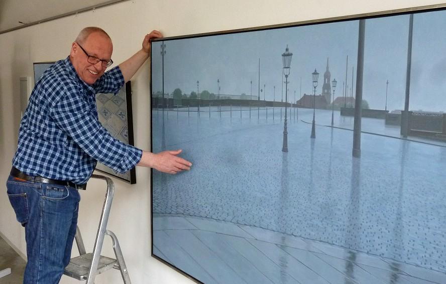 Johannes nawrath und sein Bild von der Dresdner Augustusbrücke. (Foto: oe)