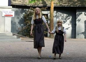 Stürmischer beifall für Elena Franke und Lina Isaak als alte und junge Alice. (Foto: Freilichtbühne)