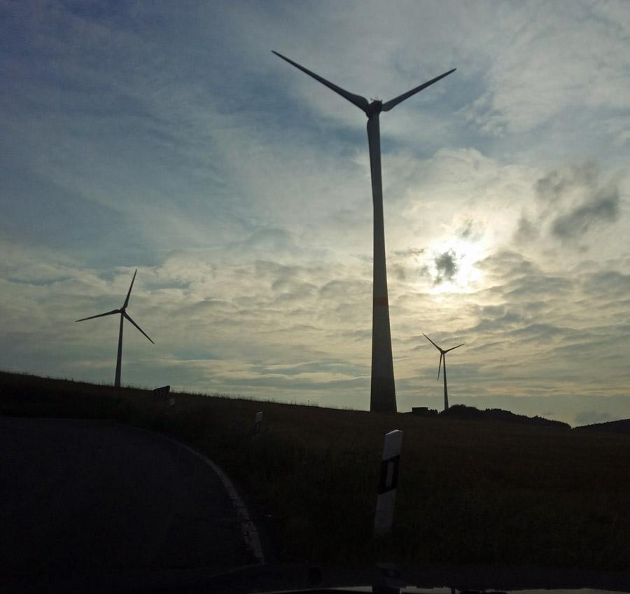 Unterschriftenaktion gegen Windkraftanlagen in Holzen