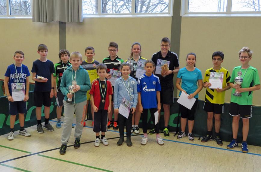 Junge Tischtennisspieler suchten ihre Meister