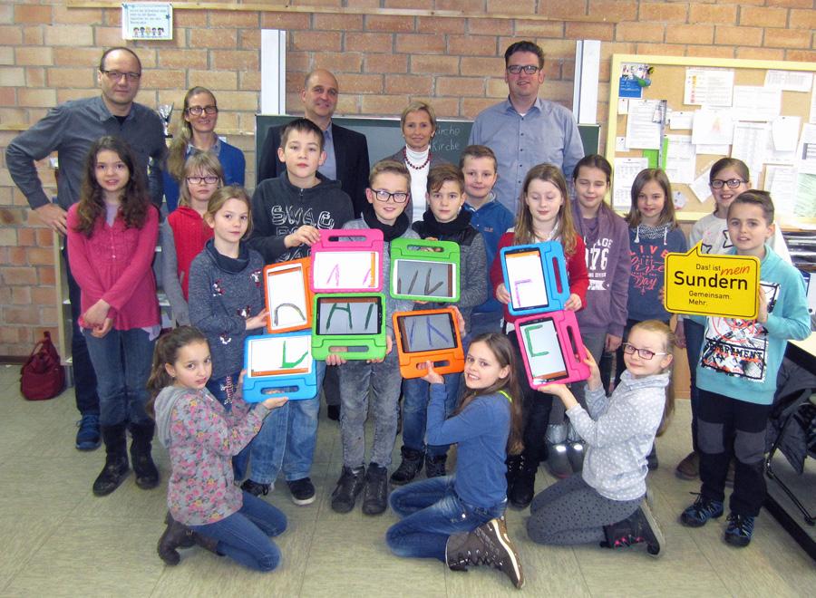 Grundschule Allendorf freut sich über acht neue Tablets