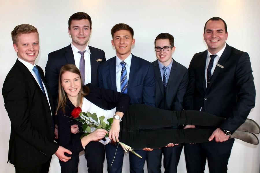 Sechs junge Nachwuchsbanker bestanden erfolgreich ihre Prüfung