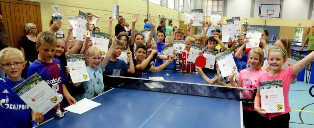 Viele erfolgreiche Mädchen und Jungen beim Finale des Sparkassen-Schulpokals in Sundern