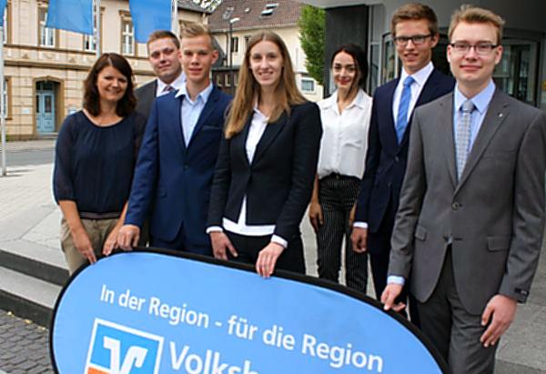 Sechs neue Kollegen bei der Volksbank Sauerland