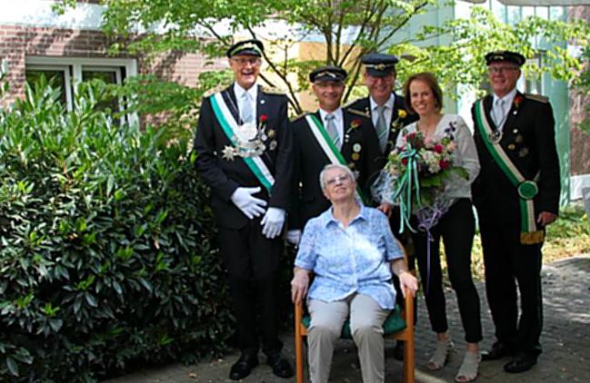 Jägerverein besucht Jubiläumskönigin von 1958