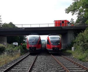 Regionalzug bleibt liegen – 30 Fahrgäste steigen auf offener Strecke um
