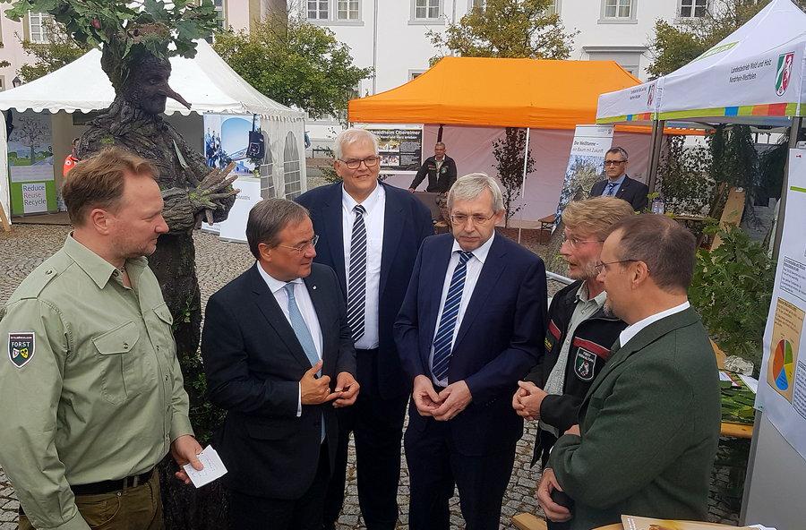 Ministerpräsident Laschet auf dem Holzmarkt