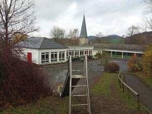 Wegen voller Klassen in der Stockumer Grundschule müssten Flüchtlingskinder, die nach Stockum kommen, möglicherweise nach Allendorf zur Schule. (Foto: oe)