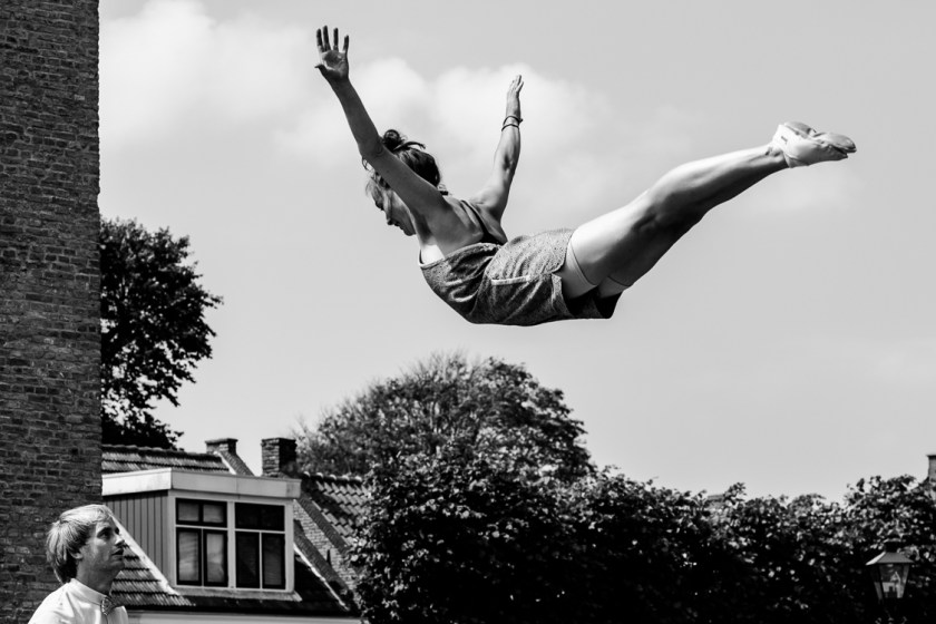 Trampoline act by duo Aramelo during Oerol 2019.