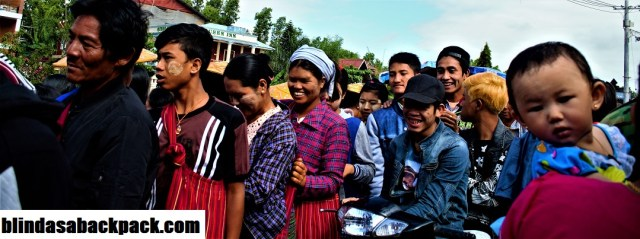 Inle Crowd