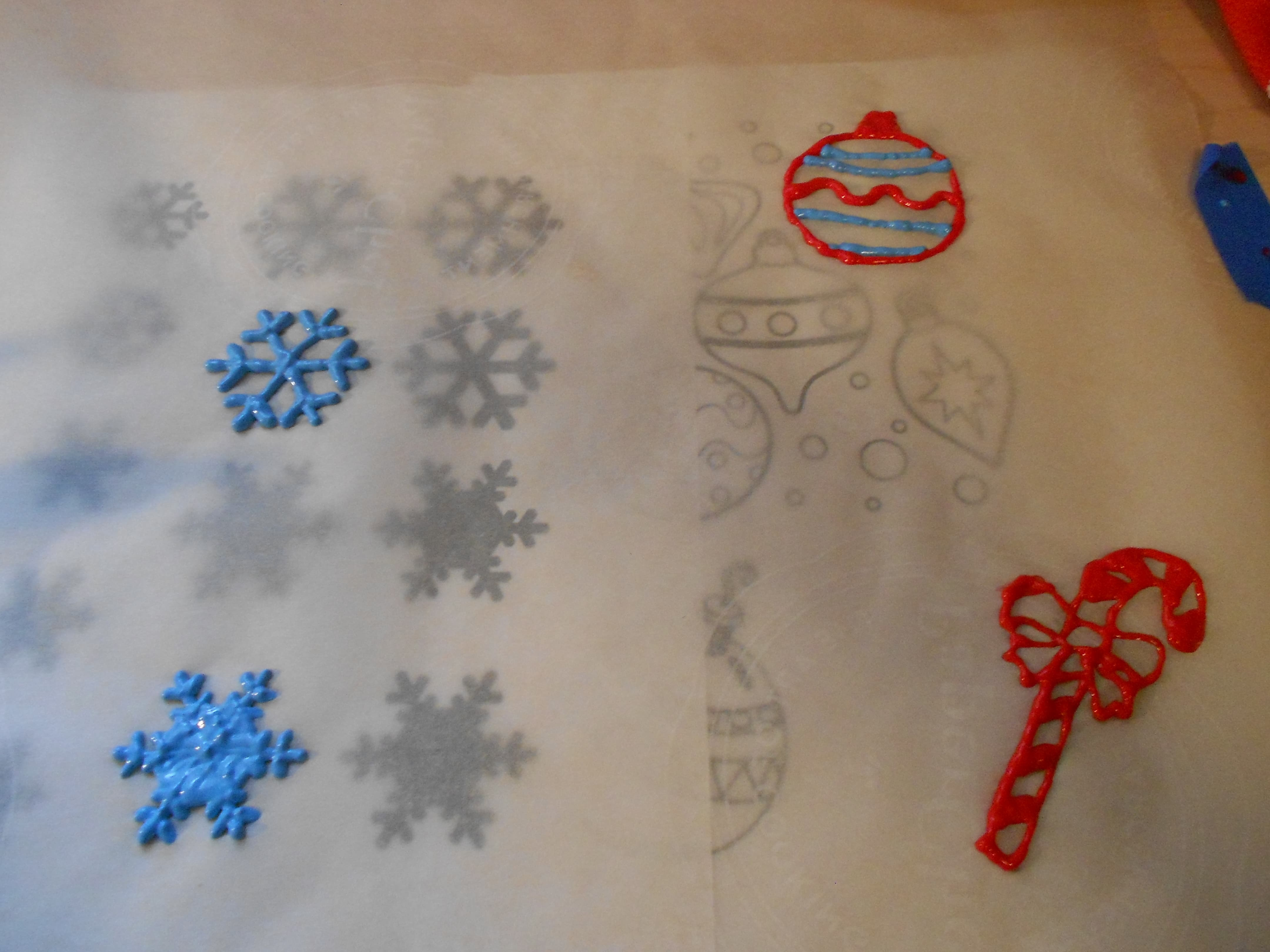 Kiddo Friendly DIY Window Decal Tutorial For The Holidays The - Make your own window decal