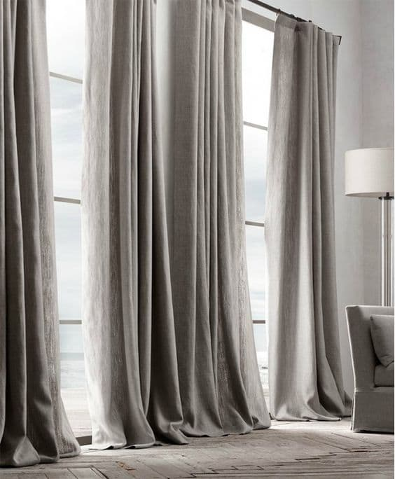 Tiny video tips 4 ways to style puddled curtains the for Tende sala on line