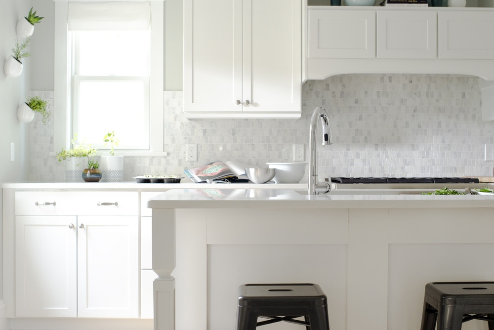 kitchen window coverings ikea cabinet installation 5 fresh ideas for treatments the finishing touch white with small marble tile backsplash and roman shades