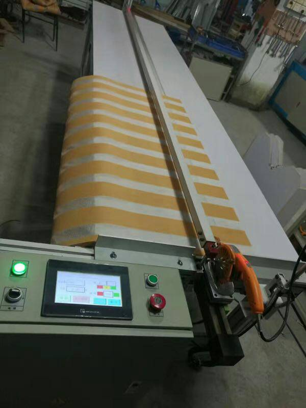 roller blinds cutting table