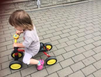 Rowerek – jeździk, czyli pierwszy pojazd dla dziecka.