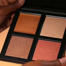 "Huda Beauty 3D Highlight Palette ""The Bronze Sands"""