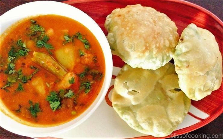 Matar Kachori with Potato Tomato Gravy