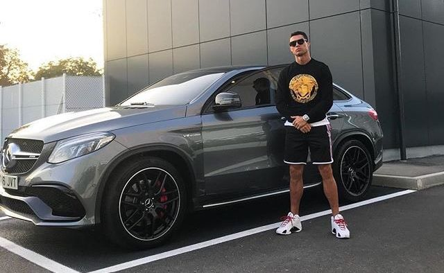 Cristiano Ronaldo Mercedes posta social come la prenderanno alla Ferrari