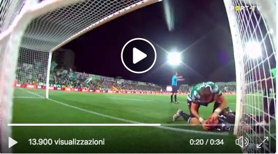 Sporting Lisbona Sebastian Coates gesto eroico salva la
