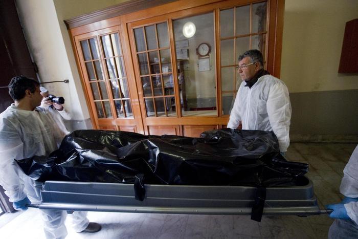 Lodi casa allasta idraulico di 54 anni si impicca