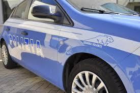 Guarda la versione ingrandita di Ferrara, poliziotta picchiata da straniero: arrestato e rilasciato subito