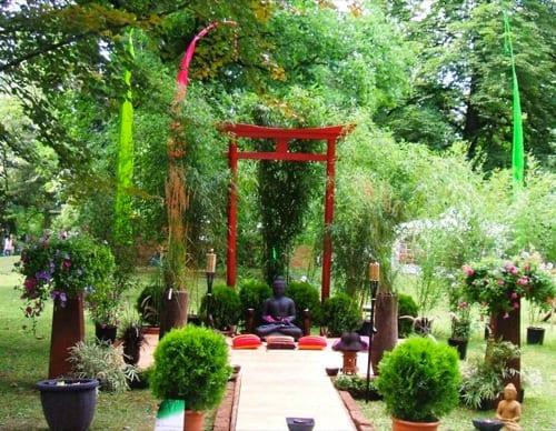 Asiatische Skulpturen Bei Gartengestaltung Von Schoning Blizz