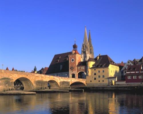 Regensburg Mann Aus Eritrea Springt Von Steinerne Brücke In Die