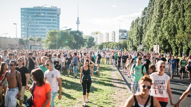 Zug-der-Liebe-Berlin-25-07-015-Johannes-Raebel-fuer-BlnFM-Web-0073