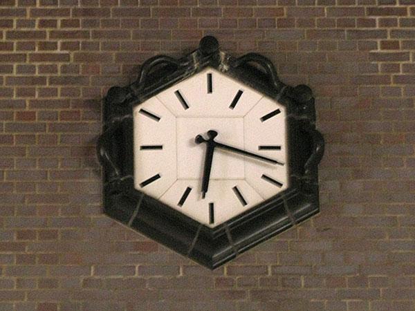 Block-Clock-Friedrichstrasse-Berlin