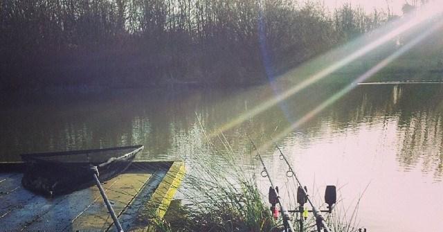 pêcher à deux cannes