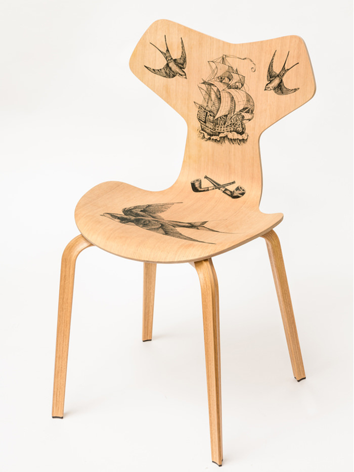 Fantastic Wood la chaise Grand Prix tatouée