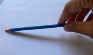 tenir le crayon en bout