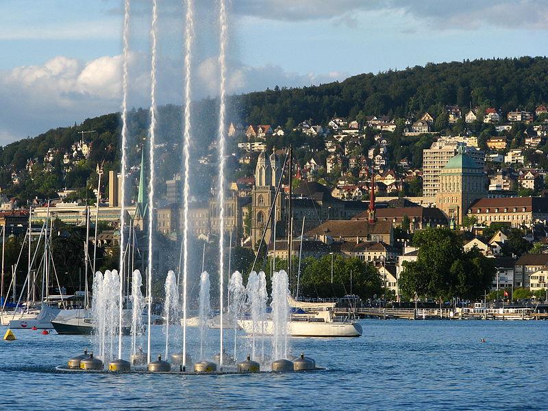800px-Zürich_-_Enge_-_Bürkliplatz_IMG_4144
