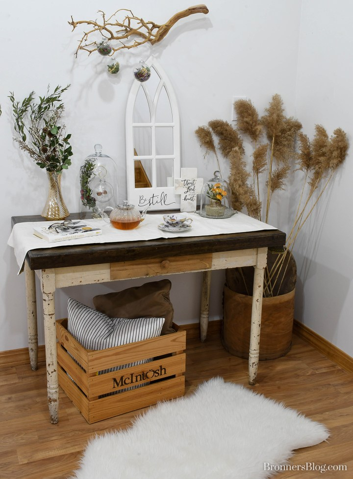 Dried flower decorating ideas for an entry way table