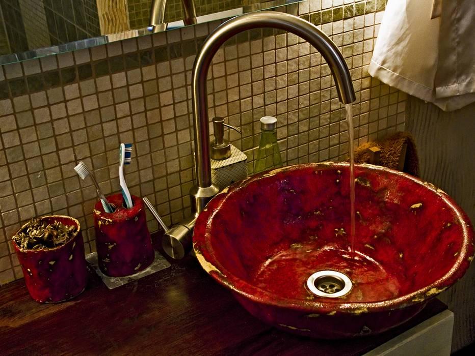 Rote Waschbecken