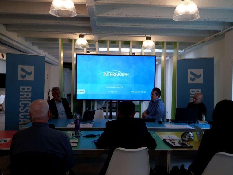 Intergraph's Peter van der Weijde explaining the CADWorx port with Bricsys developers