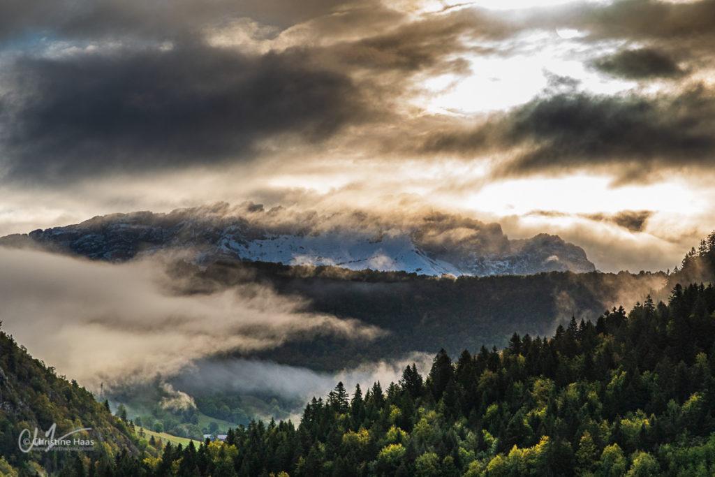Arclusaz sous les nuages, automne 2020 - Photo Christine Haas