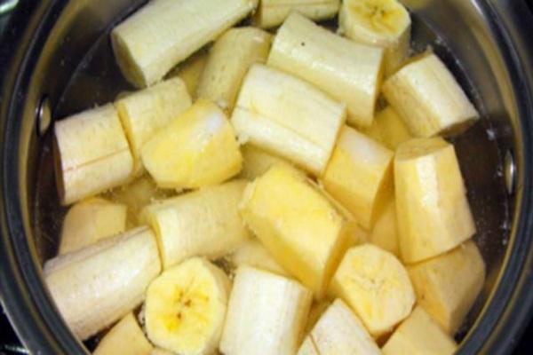 Skuhajte banane prije spavanja i popijte tu skuhanu vodu, nećete vjerovati šta se dešava