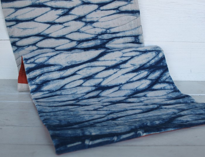 Arashi Shibori Linen table runner detail