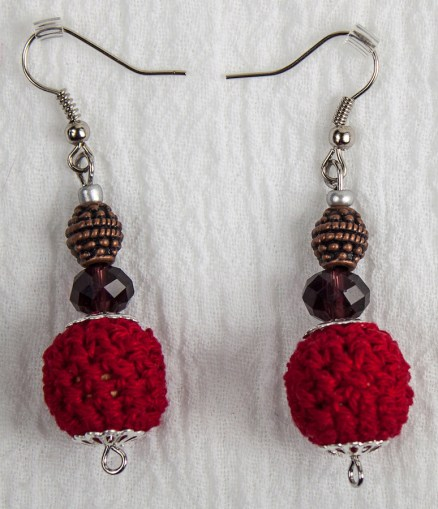 pair of red crocheted earrings made with cotton thread by maria nunes