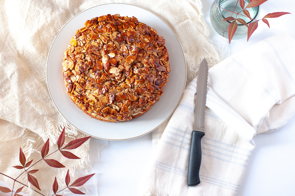 How to make a German bee sting cake with recipe and instructions.