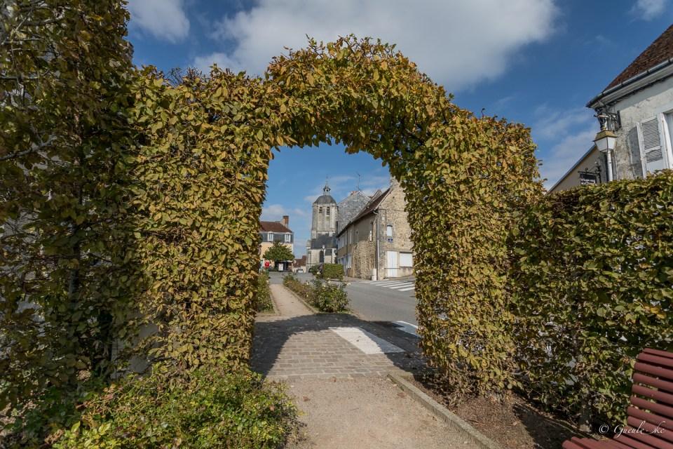 Au fond, la tour de Saint-Sauveur - Bellême