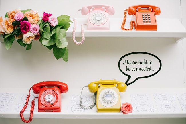 id e de plan de table original mur de t l phones vintage. Black Bedroom Furniture Sets. Home Design Ideas