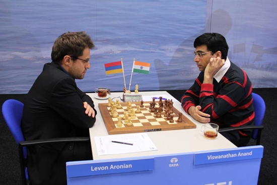 Tata2013_A_R4_Aronian_Anand_1_550[1]