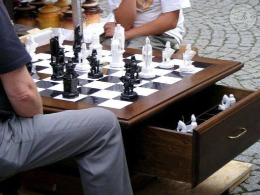 szachy-praktyczny stolik