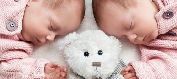 Jumeaux/jumelles : quels cadeaux leur offrir ?